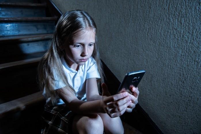 Щоб уникнути грумінгу в Інтернеті необхідно перевіряти незнайомців в профілі дітей — ESET.