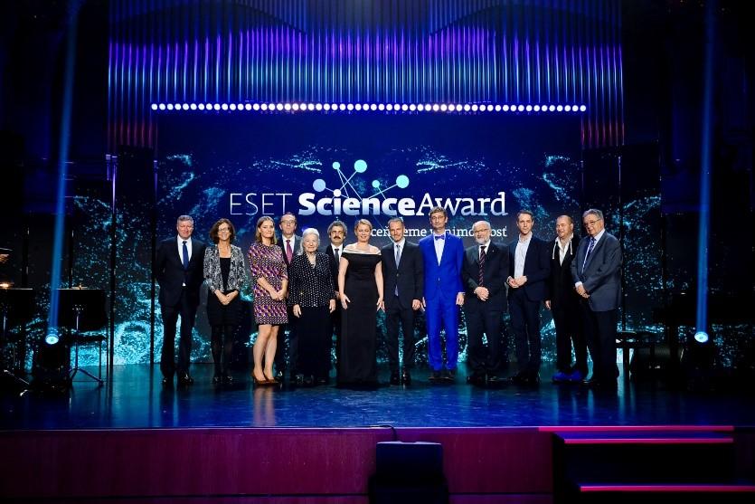 Награды премии ESET Science Award помогают развитию науки и медицины в мире.