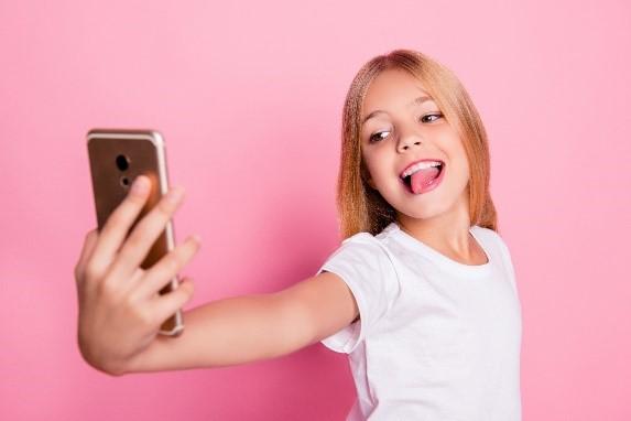 Родители должны знать, что детское селфи может нести угрозу при публикации в сети Интернет – ESET.