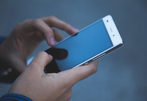 Крім блокування екрану на телефоні на Android, застосовуйте пароль до різних папок. ESET.