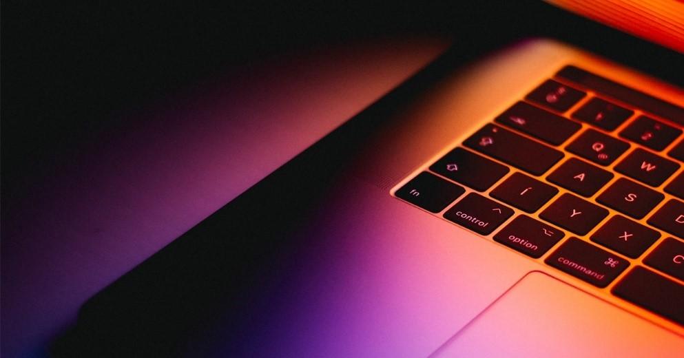 Програми ESET забезпечать безпеку і комплексний захист ваших пристроїв від шкідливих програм і атак