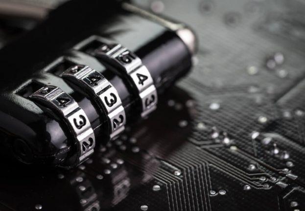 Застосовуйте шифрування файлів до всіх конфіденційних даних. ESET.
