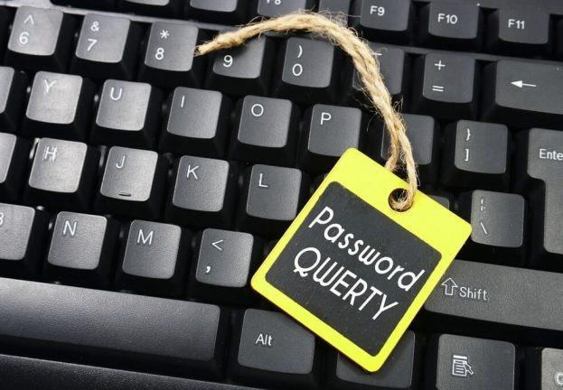 Пользователи используют простые пароли, которые легко запоминаются.