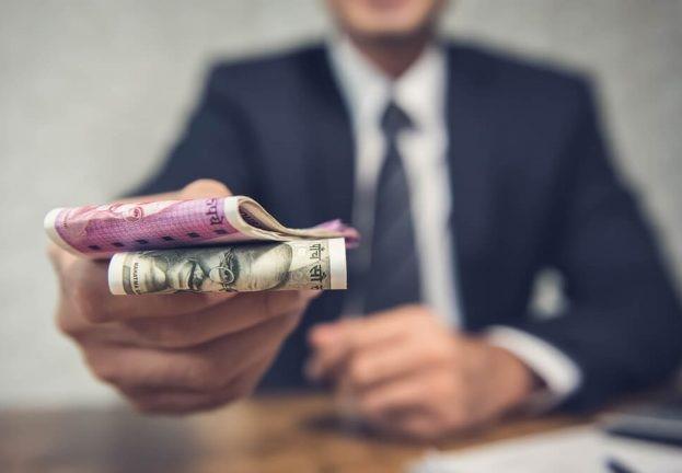 Шахраї закликають інвестувати гроші в організації або фонди від імені знаменитості. ESET.